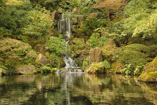 Portland Japanese Garden, Oregon, Portland Japanese Garden, Oregon, parc, jardin, plan d'eau, chute d'eau, noyaux, paysage