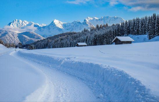 The ridge of Karwendel, In Mittenwalt, Upper Bavaria, winter, snow, the mountains, trees, houses, landscape