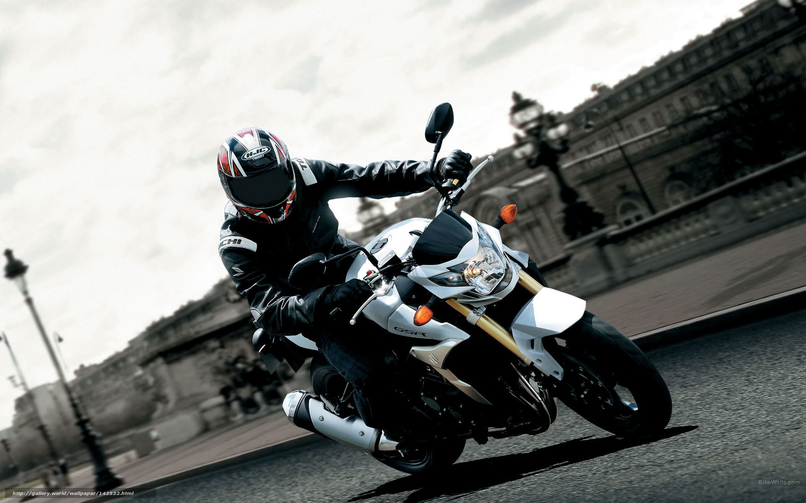 Парень на мотоцикле фото с высоким разрешением